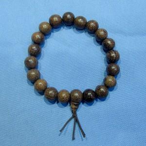 Vòng đeo tay trầm hương loại hạt nhỡ